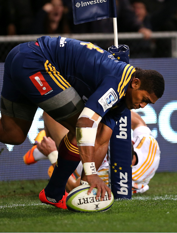 Highlanders Waisake Naholo dives over to score against the Chiefs in the quarter final Super 15 rugby match, Forsyth Barr Stadium, Dunedin, New Zealand, Saturday, June 20, 2015. Credit: SNPA/Dianne Manson