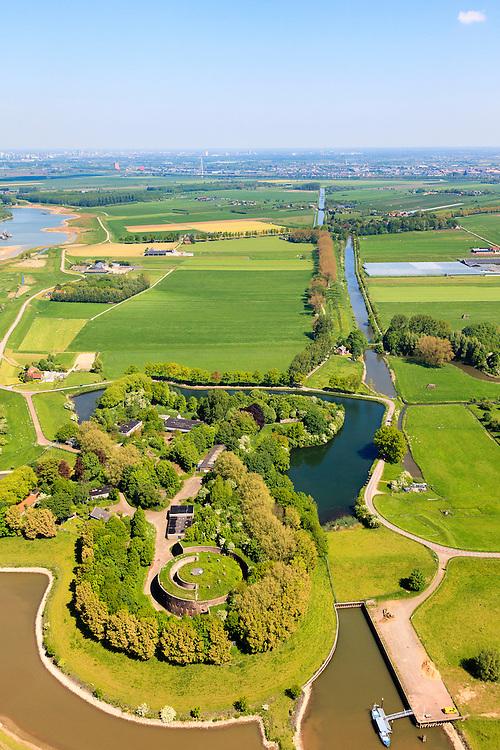 Nederland, Utrecht, Houten, 27-05-2013; Stelling van Honswijk, Lek-acces, onderdeel van de Hollandse waterlinie. Bestaande onder andere Lunet aan De Snel (midden rechts), Inundatiekanaal en het torenfort Fort Honswijk aan de oevers van rivier de Lek.<br /> Fort Honswijk, strategically located at river Lek (near Utrecht), part of the New Dutch Waterline.<br /> luchtfoto (toeslag op standard tarieven)<br /> aerial photo (additional fee required)