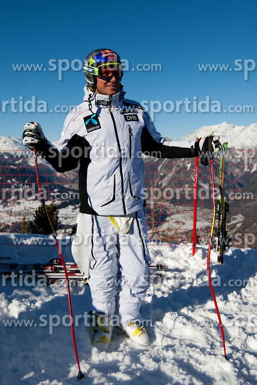 27.12.2011, Pista Stelvio, Bormio, ITA, FIS Weltcup Ski Alpin, Herren, Abfahrt, 1. Training, im Bild am Start Aksel Lund Svindal (NOR) // Aksel Lund Svindal of Norway before first practice session downhill of FIS Ski Alpine World Cup at 'Pista Stelvio' in Bormio, Italy on 2011/12/27. EXPA Pictures © 2011, PhotoCredit: EXPA/ Johann Groder
