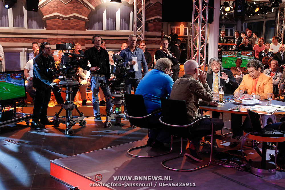 NLD/Scheveningen/20120604 - 1e uitzending VI Oranje met Wilfred Genee en Johan Derksen,