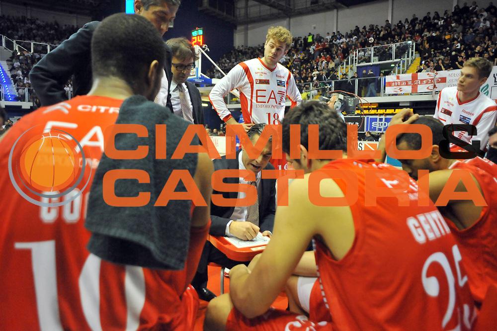 DESCRIZIONE : Biella Lega A 2011-12 Angelico Biella EA7 Emporio Armani Milano<br /> GIOCATORE : Sergio Scariolo<br /> SQUADRA :  EA7 Emporio Armani Milano<br /> EVENTO : Campionato Lega A 2011-2012 <br /> GARA : Angelico Biella  EA7 Emporio Armani Milano<br /> DATA : 15/01/2012<br /> CATEGORIA : Time Out<br /> SPORT : Pallacanestro <br /> AUTORE : Agenzia Ciamillo-Castoria/ L.Goria<br /> Galleria : Lega Basket A 2011-2012 <br /> Fotonotizia : Biella Lega A 2011-12  Angelico Biella EA7 Emporio Armani Milano<br /> Predefinita :