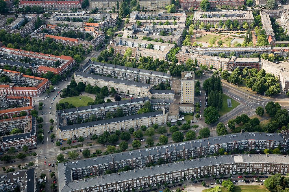 Nederland, Amsterdam, Amsterdam-Zuid, 17-06-2008; Victorieplein met 'de Wolkenkrabber (architect J.F. Staal); bij het plein splitst de Vrijheidslaan zich in Churchillaan (boven) en  Rooseveltlaan (onder); links van het 12-verdiepingnhuis (officiele naam van de 'Wolkenkrabber') het Merwedeplein (Anne Frank); het Victorieplein is onderdeel van de Rivierenbuurt, Stadsdeel Zuider Amstel..luchtfoto (toeslag); aerial photo (additional fee required); .foto Siebe Swart / photo Siebe Swart