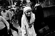 Dhaka der er hovedstaden i Bangladesh har store fattigdoms og overbefolkningsproblemer, da byen vokser med et kolosalt tempo pga. urbaniseringen som er følger efter klimaforandringer og naturkatastrofer som er med til at gøre livet sværre i storbyen, da mange flytter fra landdistrikterne.