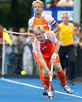 UTRECHT - Klaas Vermeulen van Oranje ,zaterdag tijdens de  hockey interland tussen de mannen van Nederland en Duitsland (4-2). Op de achtergrond Floris Evers. COPYRIGHT KOEN SUYK