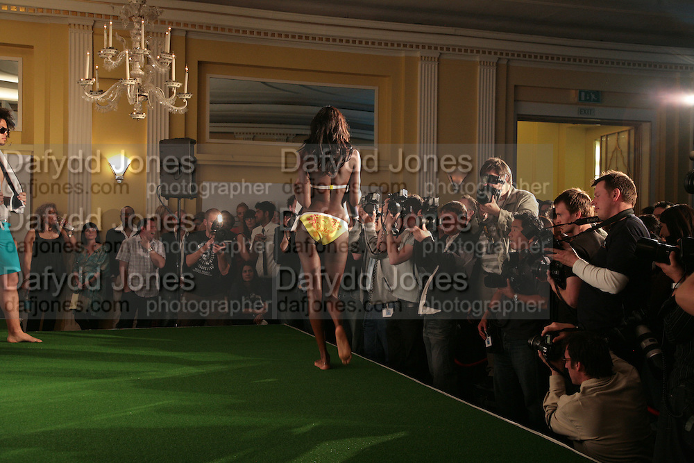 MODELS, Launch of French 77 by Puma. Claridges. 19 April 2007.  -DO NOT ARCHIVE-© Copyright Photograph by Dafydd Jones. 248 Clapham Rd. London SW9 0PZ. Tel 0207 820 0771. www.dafjones.com.