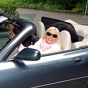 NLD/Vierhouten/20050530 - Society vrouwen rijden de BeauMonde Rally 2005, Inge van Kemenade