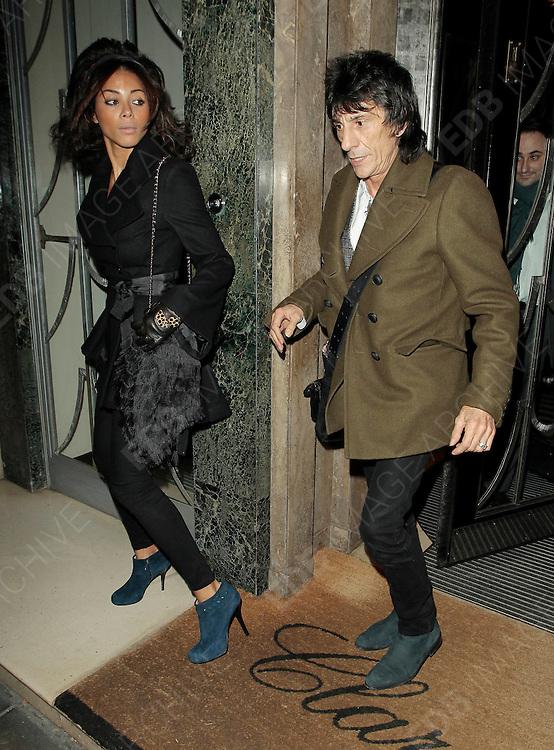 04.NOVEMBER.2010 LONDON<br /> <br /> ROLLING STONE RONNIE WOOD AND GIRLFRIEND ANA ARAUJO LEAVING CLARIDGES HOTEL IN MAYFAIR.<br /> <br /> BYLINE: EDBIMAGEARCHIVE.COM<br /> <br /> *THIS IMAGE IS STRICTLY FOR UK NEWSPAPERS AND MAGAZINES ONLY*<br /> *FOR WORLD WIDE SALES PLEASE AND WEB USE PLEASE CONTACT EDBIMAGEARCHIVE - 0208 954 5968*