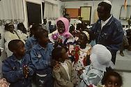 """arrival of new immigrants from Ethiopia, """"Falashmuras"""": Christians converted to Judaism  givaat amatos, Jerusalem  Israel     /// arrivee de nouveau amigrants  """"Falashmuras"""" d'Etiopie   givaat amatos, Jerusalem  Israel Chretiens  du Gundar en cours de conversion au judaisme descendant de la tribu de Dan  /// R00287/    L004319  /  P0007184"""