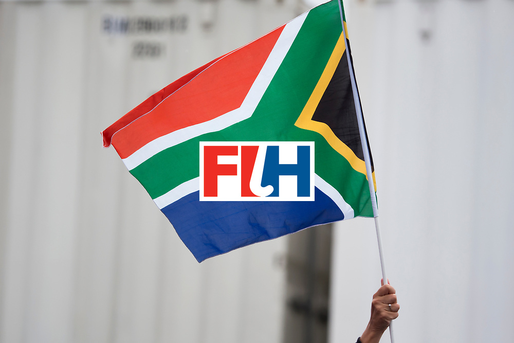 THE HAGUE - Rabobank Hockey World Cup 2014 - 10-06-2014 - WOMEN - USA - SOUTH AFRICA - vlag South-Africa.<br /> Copyright: Willem Vernes