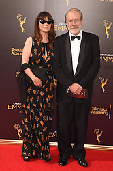 Martin Mull, Wendy Haas bei der Ankunft zur Verleihung der Creative Arts Emmy Awards in Los Angeles / 110916 <br /> <br /> *** Arrivals at the Creative Arts Emmy Awards in Los Angeles, September 11, 2016 ***