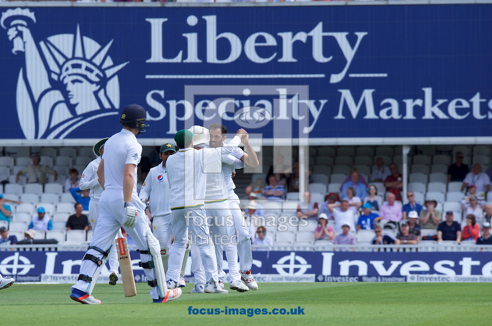 Pakistan celebrate after Chris Woakes of England is run out during Day Four of the fourth Investec Test Match at the Kia Oval, London<br /> Picture by Alan Stanford/Focus Images Ltd +44 7915 056117<br /> 14/08/2016