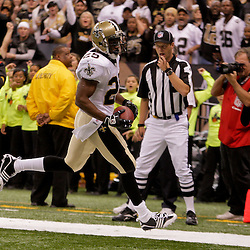 2009 October 18: New Orleans Saints running back Reggie Bush (25) runs for a touchdown in the second quarter against the New York Giants at the Louisiana Superdome in New Orleans, Louisiana.