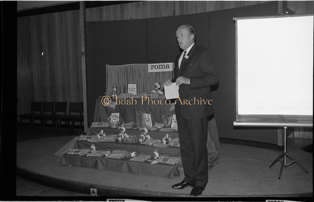 "17/09/1968<br /> 09/17/1968<br /> 17 September 1968<br /> Roma Foods launch new cookery competition at a reception in Liberty Hall, Dublin. The ""Great Pasta Recipe Competition"" was sponsored by Roma Food Products Ltd. in conjunction with Alitalia Airlines and the Italian State Tourist Office. Picture shows Mr Patrick Meade, Managing Director, Roma Food Products, speaking at the event."