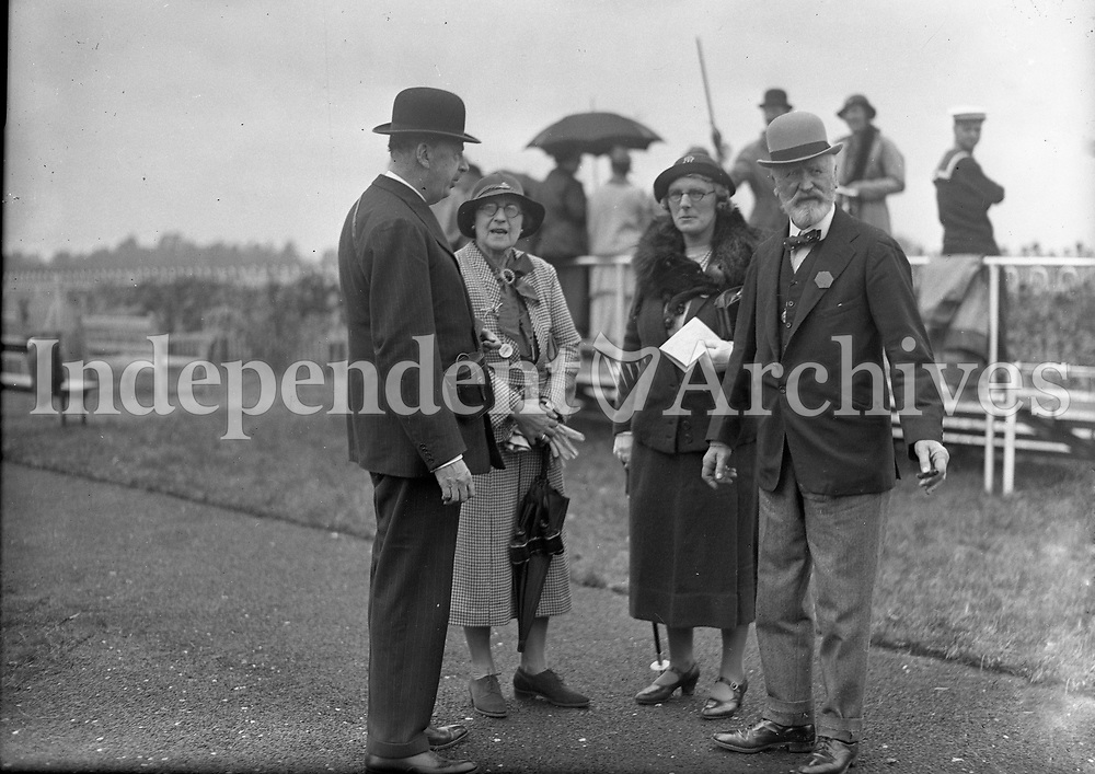 Four People looking Stylish at the races, names, date and location unknown. <br /> (Part of the Independent Newspapers Ireland/NLI collection.)