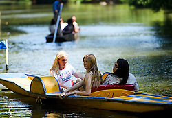 © Licensed to London News Pictures. 19/07/2016. Oxford, UK. A group of young women using a paddleboat while enjoying the summer sun on the River Cherwell in the grounds of Oxford University in Oxfordshire, on what is due to be the hottest day of 2016 so far, with temperatures possibly hitting the mid 30's.  Photo credit: Ben Cawthra/LNP