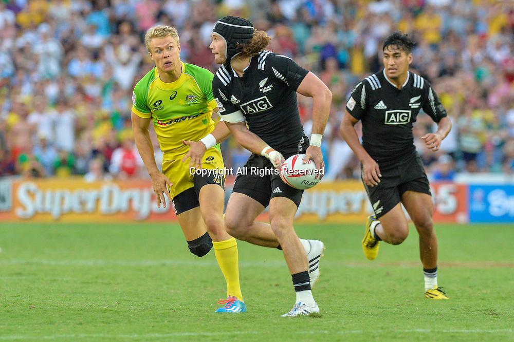 07.02.2016. Sydney, Australia. HSBC World Rugby Sevens Sydney Final. Australia versus New Zealand. New Zealand won 27-24. New Zealands Gilles Kaka on attack.