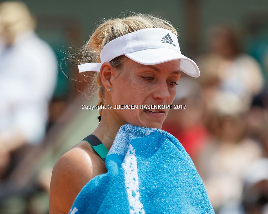 ANGELIQUE KERBER (GER) reagiert enttaeuscht, Handtuch vor Gesicht,<br /> <br /> Tennis - French Open 2017 - Grand Slam ATP / WTA -  Roland Garros - Paris -  - France  - 28 May 2017.