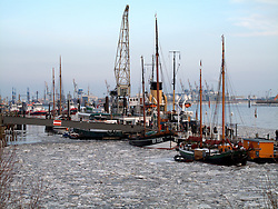 GERMANY HAMBURG 22FEB10 - The icy Elbe river in the port city of Hamburg during winter...jre/Photo by Jiri Rezac..© Jiri Rezac 2010