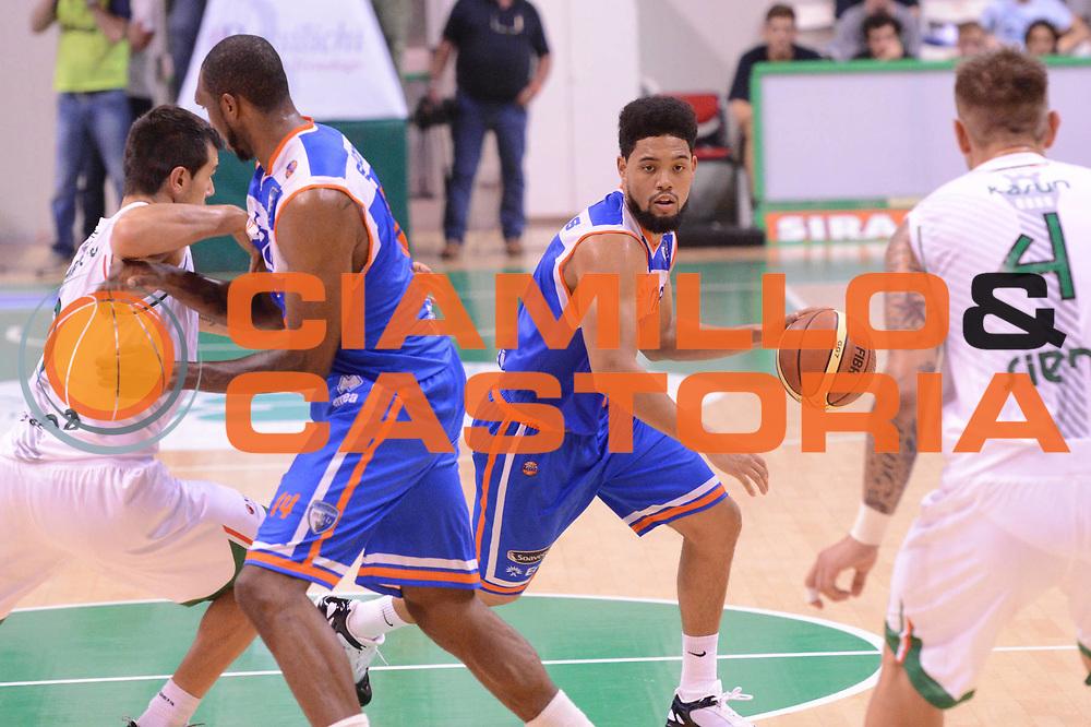DESCRIZIONE : Siena Lega Basket A 2012-13  Montepaschi Siena Enel Brindisi<br /> GIOCATORE : Scottie Reynolds<br /> CATEGORIA : palleggio<br /> SQUADRA : Enel Brindisi<br /> EVENTO : Campionato Lega A 2012-2013 <br /> GARA : Montepaschi Siena Enel Brindisi<br /> DATA : 26/09/2012<br /> SPORT : Pallacanestro  <br /> AUTORE : Agenzia Ciamillo-Castoria/ GiulioCiamillo<br /> Galleria : Lega Basket A 2012-2013  <br /> Fotonotizia : Siena Lega Basket A 2012-13 Montepaschi Siena Enel Brindisi<br /> Predefinita :