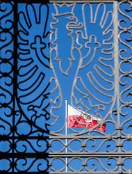 THEMENBILD - Landhausplatz Innsbruck, im Bild die Tiroler Landesflagge, gesehen durch das Tiroler Wappen am Befreiungsdenkmal, Bild aufgenommen am 24.02.2014. EXPA Pictures © 2014, PhotoCredit: EXPA/ JFK