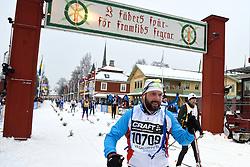 06-03-2016 SWE: Vasaloppet Challenge BvdGF day 7, Sälen<br /> Vandaag een rustig dagje, 90 km langlaufen van Sälen naar Mora in bizarre omstandigheden / Alewijn komt over de finish