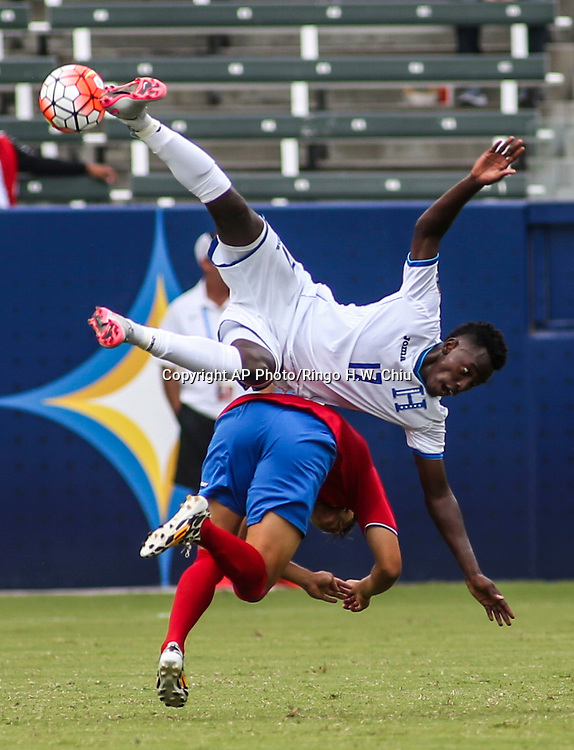 Honduras forward Alberth Josue Elis Martínez #17 crashes with Costa Rica defender William Fernandez #5, bottom, in the second half of a CONCACAF men's Olympic qualifying soccer match in Carson, Calif., Sunday, Oct. 4, 2015. Honduras won 2-0. (AP Photo/Ringo H.W. Chiu)