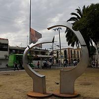 Toluca, México.- Las esculturas realizadas dentro del Tercer Simposio Internacional de Esculturas de Acero Inoxidable serán expuestas temporalmente en el Jardín Zaragoza, estas piezas se suman a la colección de esculturas de acero inoxidable que ya se encuentran distribuidas en la capital mexiquense .  Agencia MVT / Crisanta Espinosa
