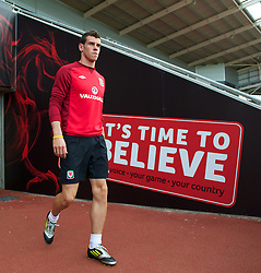 LLANELLI, WALES - Tuesday, August 14, 2012: Wales' Gareth Bale walks out before a training session at Parc y Scarlets ahead of the international friendly match against Bosnia-Herzegovina. (Pic by David Rawcliffe/Propaganda)