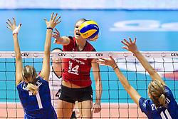 25.09.2011, Hala Pionir, Belgrad, SRB, Europameisterschaft Volleyball Frauen, Vorrunde Pool A, Deutschland (GER) vs. Frankreich (FRA), im Bild Margareta Kozuch (#14 GER / Sopot POL) - Jelena Lozancic (#7 FRA), Armelle Faesch (#11 FRA) // during the 2011 CEV European Championship, First round at Hala Pionir, Belgrade, SRB, Germany vs. France, 2011-09-25. EXPA Pictures © 2011, PhotoCredit: EXPA/ nph/  Kurth       ****** out of GER / CRO  / BEL ******
