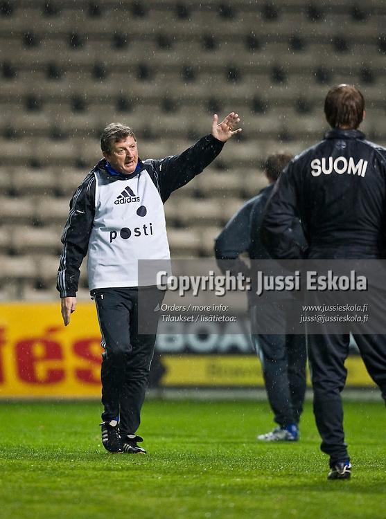 Roy Hodgson. A-maajoukkueen harjoitukset, Porto, Bessa, 19.11.2007. Photo: Jussi Eskola