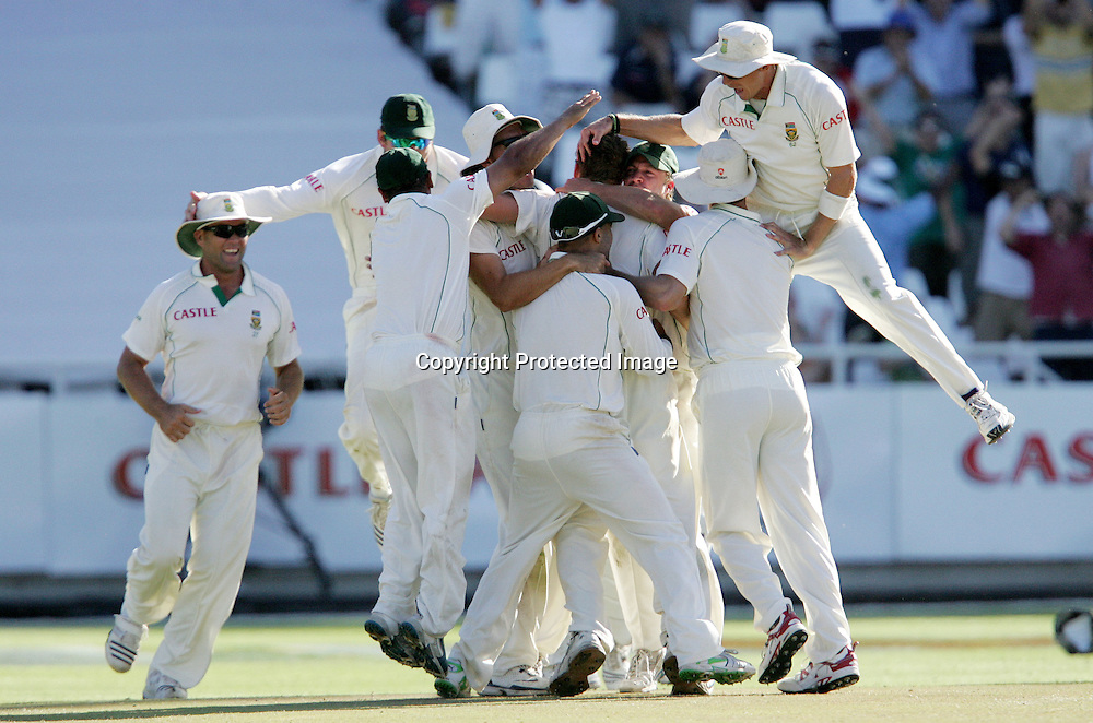 The proteas celebrate the wicket of Ian Bell during the 5th day of the third test match between South Africa and England held at Newlands Cricket Ground in Cape Town on the 7h January 2010.Photo by: Ron Gaunt/ SPORTZPICS