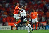Fotball<br /> Euro 2004<br /> Portugal<br /> 15. juni 2004<br /> Foto: Dppi/Digitalsport<br /> NORWAY ONLY<br /> Gruppe D<br /> Tyskland v Nederland<br /> FREDI BOBIC (GER) / PHILIPP COCU (NET)