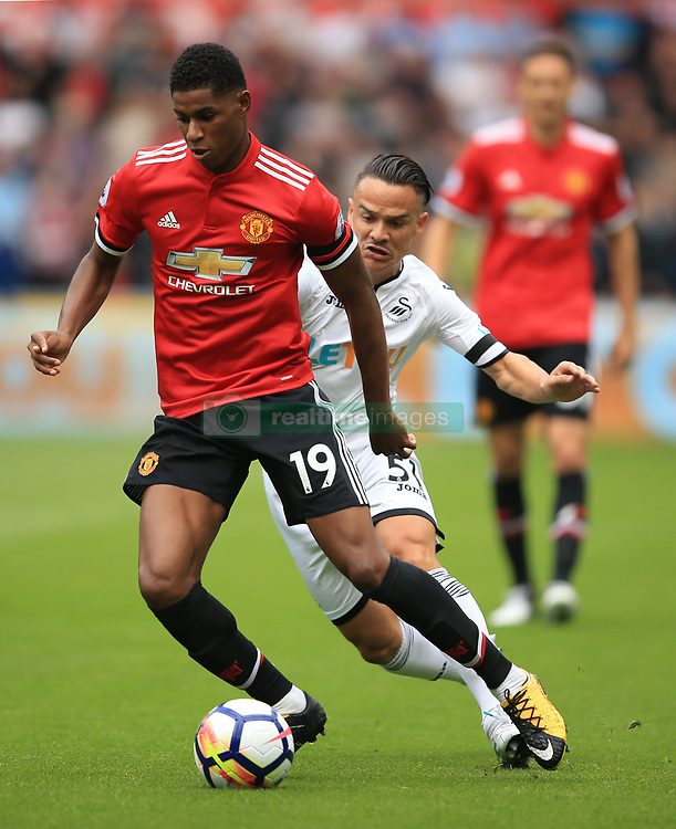 19 August 2017 -  Premier League - Swansea City v Manchester United - Marcus Rashford of Manchester United in action with Roque Mesa of Swansea City - Photo: Marc Atkins/Offside