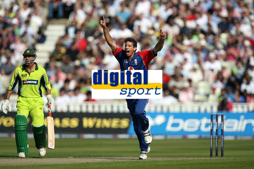 Photo: Rich Eaton.<br /> <br /> England v Pakistan. NatWest One Day International Series. 10/09/2006. Sajid Mahmood celebrates taking the wicket of Mohammed Yousuf