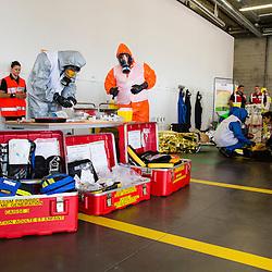 6&egrave;me entra&icirc;nement zonal d'unit&eacute;s NRBC civiles (Sapeurs pompiers, S&eacute;curit&eacute; Civile, Police Nationale) et militaires organis&eacute; par le CNCMFE NRBC-E et visant &agrave; am&eacute;liorer le travail entre les intervenants de services diff&eacute;rents.  <br /> Septembre 2016 / Saint-Priest (69) / FRANCE<br /> Voir le reportage complet (290 photos) http://sandrachenugodefroy.photoshelter.com/gallery/2016-09-6eme-Entrainement-zonal-NRBC-E-Complet/G0000EKvKtvjuarw/C0000yuz5WpdBLSQ