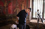Pompei, Italia - Aprile 2012. L'artista cinese Lui Bolin durante le sue ultime performance che si sono svolte all'interno degli scavi archeologici di Pompei..Ph. Roberto Salomone Ag. Controluce.ITALY - Chinese artist Liu Bolin during his latest performances inside the archeological site of Pompeii.