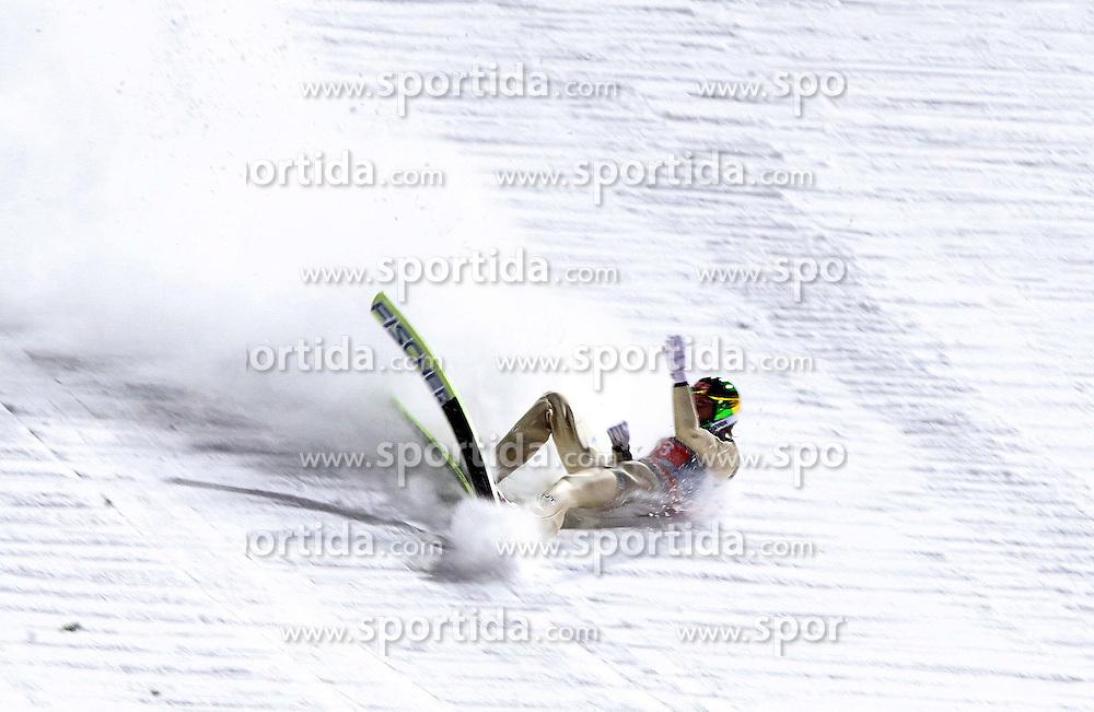 30.12.2011, Schattenbergschanze/ Erdinger Arena, GER, Vierschanzentournee, FIS Weldcup, Ski Springen, im Bild Sturz von TOM HILDE (NOR)  // during 60th Four-Hills-Tournament of FIS World Cup Ski Jumping at Schattenbergschanze, Oberstdorf, Germany on 2011/12/30. EXPA Pictures © 2011, PhotoCredit: EXPA/ Newspix/ Jerzy Kleszcz..***** ATTENTION - for AUT, SLO, CRO, SRB, SUI and SWE only *****