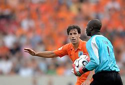 16-06-2006 VOETBAL: FIFA WORLD CUP: NEDERLAND - IVOORKUST: STUTTGART <br /> Oranje won in Stuttgart ook de tweede groepswedstrijd. Nederland versloeg Ivoorkust met 2-1 / Ruud van Nistelrooij<br /> ©2006-WWW.FOTOHOOGENDOORN.NL