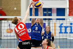 20170430 NED: Eredivisie, VC Sneek - Sliedrecht Sport: Sneek<br />Klaske Sikkes (10) of VC Sneek , Lynn Thijssen (8) of Sliedrecht Sport <br />&copy;2017-FotoHoogendoorn.nl / Pim Waslander