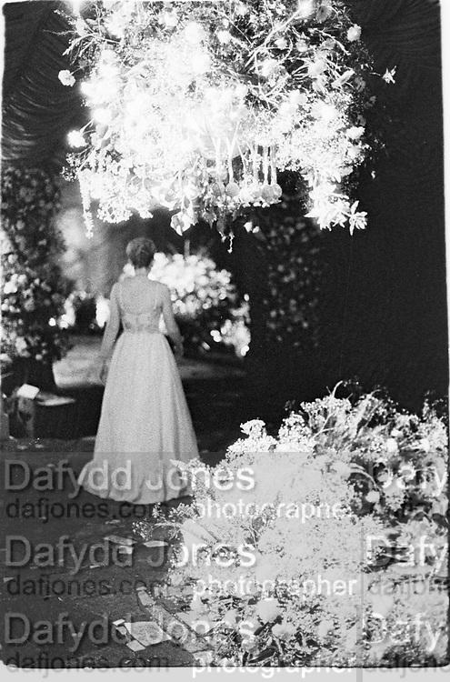 Private party in Totteridge, north London, woman in a garden,1984© Copyright Photograph by Dafydd Jones 66 Stockwell Park Rd. London SW9 0DA Tel 020 7733 0108 www.dafjones.com