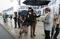 """13 SEP 2010, BERLIN/GERMANY:<br /> Journalisten sprechen mit Jacek Thomas Spendel (?), CDU Mitglied und Sprecher einer Gruppe, die mit Transparenten """"Wenn Christen nicht mehr CDU Waehlen ..."""" """"... wird hier bald Brueroflaeche frei."""" vor Beginn der Sitzung des CDU Praesidiums demonstriert, vor dem Konrad-Adenauer-Haus, der CDU Bundesgeschaeftsstelle<br /> IMAGE: 20100913-01-013<br /> KEYWORDS: Christen, christlich, Religion, religioes, religiös, Demo, Demonstranten, demonstrieren"""