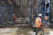 Nederland, Maastricht, 6-8-2013Aanleg van de tunnels in de A2 door een deel van de stad. Arbeiders, bouwvakkers uit portugal, zuid europa, en polen doen hier veel werk. arbeidsmigranten, arbeidsmigratieFoto: Flip Franssen/Hollandse Hoogte