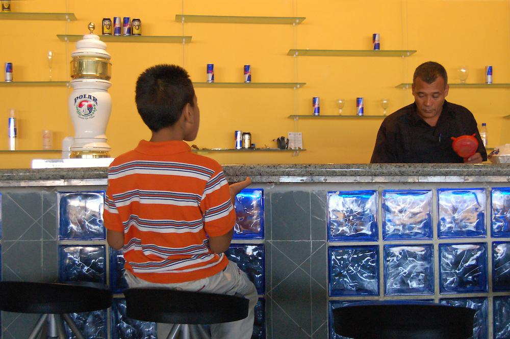 AEREOPUERTO NACIONAL SIMON BOLIVAR - MAIQUETIA<br /> Photography by Aaron Sosa<br /> Maiquetia, Venezuela 2007<br /> (Copyright © Aaron Sosa)