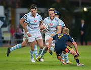 Racing 92 player ANTONIE CLAASSEN (c) comes towards Highlanders player JOSH RENTON during the Natixis Cup rugby match between French team Racing 92 and New Zealand team Otago Highlanders at Sui San Wan Stadium in Hong Kong.