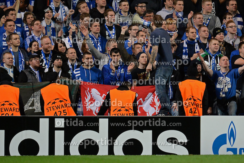 06.11.2013, Stamford Bridge, London, ENG, UEFA CL, FC Chelsea vs FC Schalke 04, Gruppe E, im Bild A Schalke fan with, load hailer gets the Schalke fans singing // A Schalke fan with, load hailer gets the Schalke fans singing UEFA Champions League group E match between FC Chelsea and FC Schalke 04 at the Stamford Bridge in London, Great Britain on 2013/11/06. EXPA Pictures © 2013, PhotoCredit: EXPA/ Mitchell Gunn<br /> <br /> *****ATTENTION - OUT of GBR*****