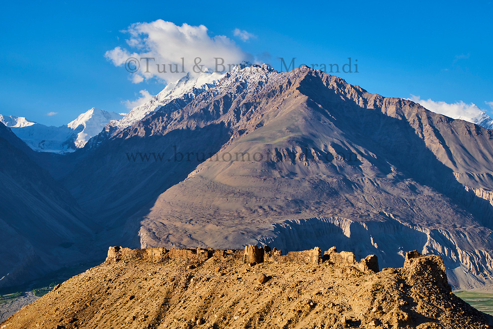 Tadjikistan, Asie centrale, Gorno Badakhshan, Haut Badakhshan, le Pamir, la forteresse de Yamtchun dans la vallée du Wakhan, la rivière Panj sépare le Tadjikistan et l'Afghanistan // Tajikistan, Central Asia, Gorno Badakhshan, the Pamir, Yamtchun fortress in Wakhan valley, Panj river between Tajikistan and Afghanistan