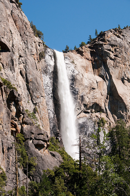 California: Yosemite Valley and Bridal Veil waterfalls.  Photo copyright Lee Foster california120758.