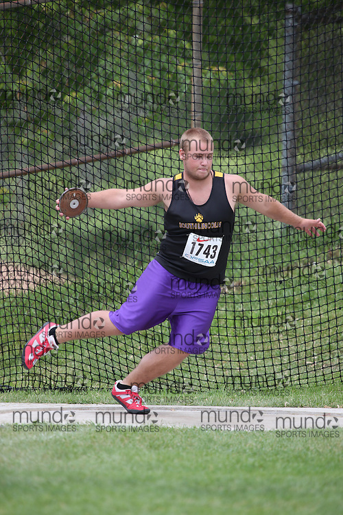 Brock Speller of South Lincoln HS - Smithville competes in the midget boys discus at the 2013 OFSAA Track and Field Championship in Oshawa Ontario, Thursday,  June 6, 2013.<br /> Mundo Sport Images / Sean Burges