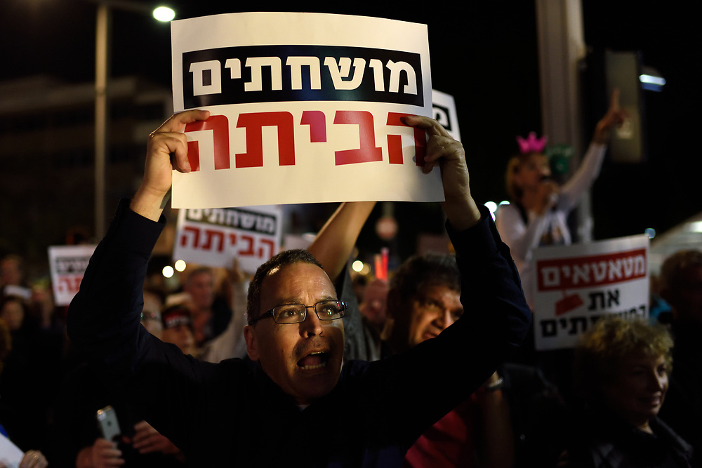 Thousands of Israelis protested against goverment corruption in Tel-Aviv, calling for Prime Minister Netanyahu resignation on December 16, 2017. Photo by Gili Yaari