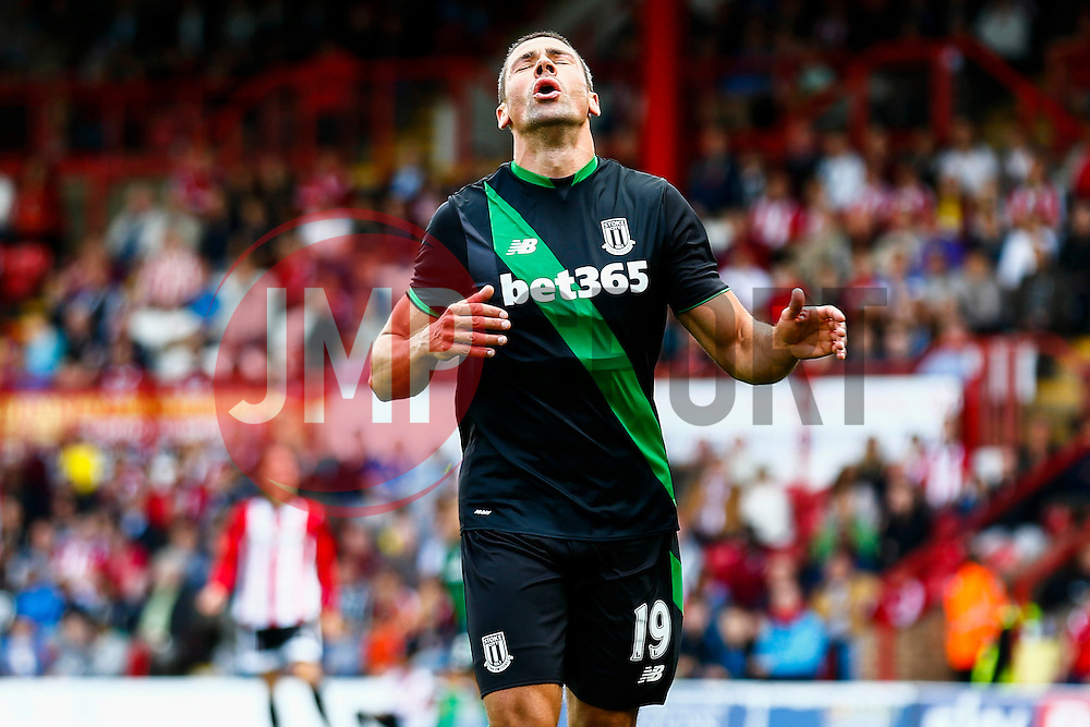 A near miss for Jonathan Walters of Stoke City - Mandatory by-line: Jason Brown/JMP - Mobile 07966 386802 25/07/2015 - SPORT - FOOTBALL - Brentford, Griffin Park - Brentford v Stoke City - Pre-Season Friendly